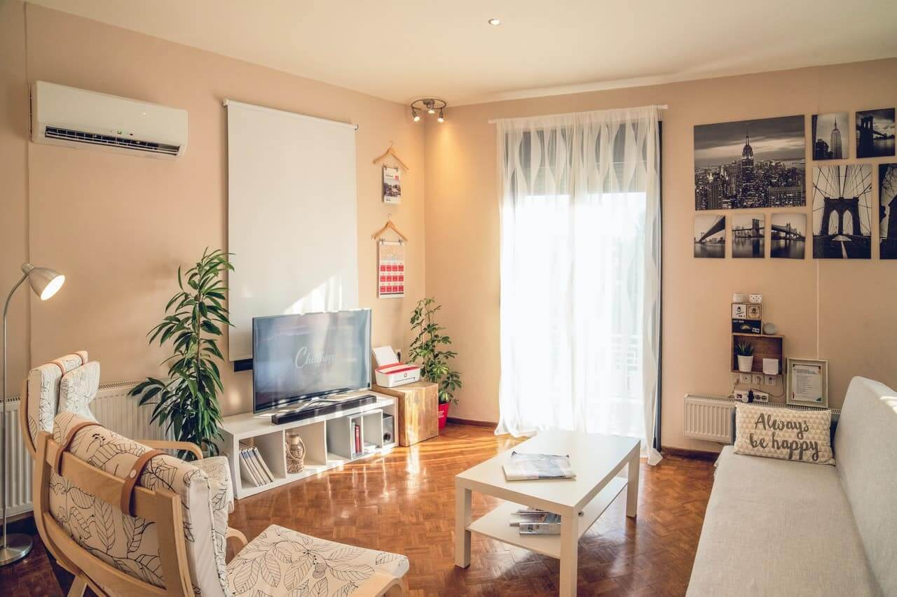 airbnb-apartment-chairs-1428348-min